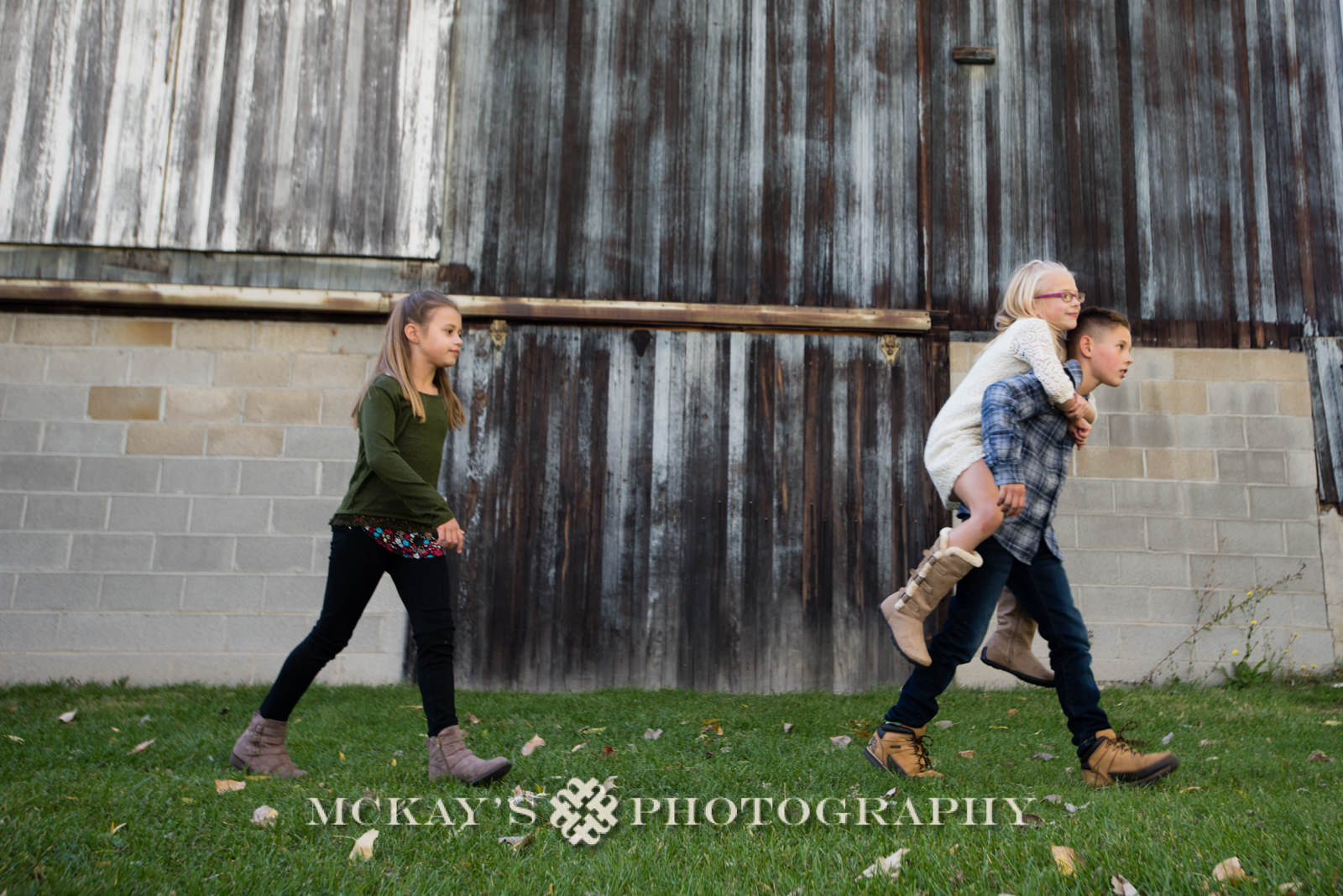 candid family photographers in Rochester NY for Fall family photos